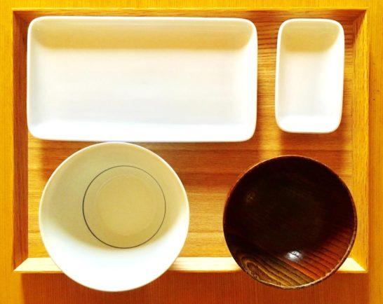 トレイと食器写真